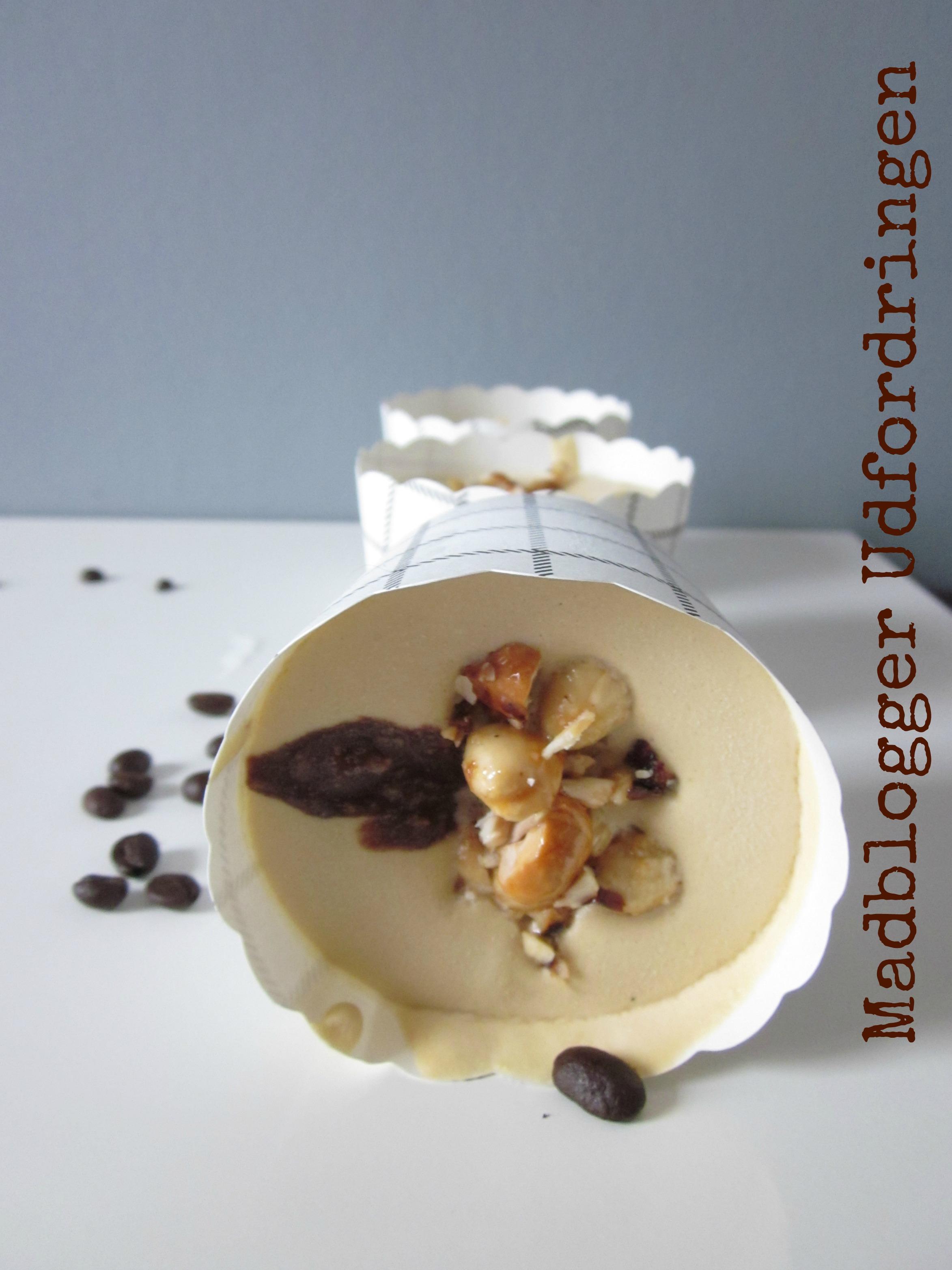 http://lacucinanada.com/2013/11/03/madblogger-udfordringen-mochaccino-parfait-m-chokoladecreme-og-ristede-hasselnodder/